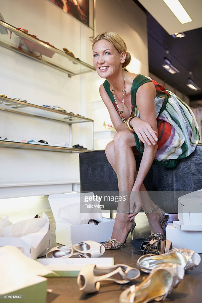 Woman in shoe store : Bildbanksbilder
