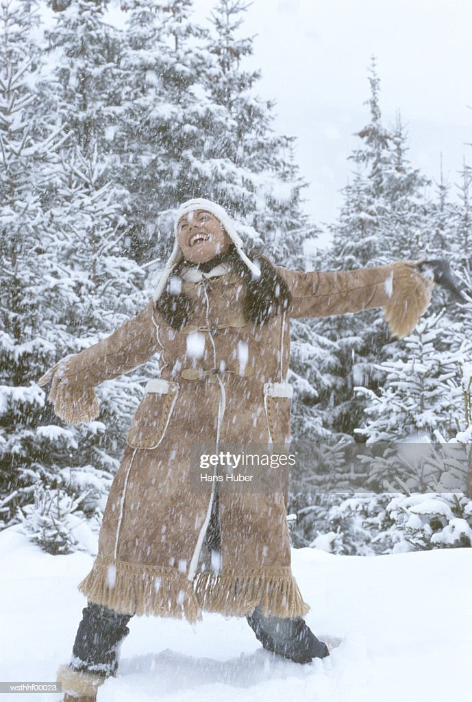 Woman in snow : Stockfoto