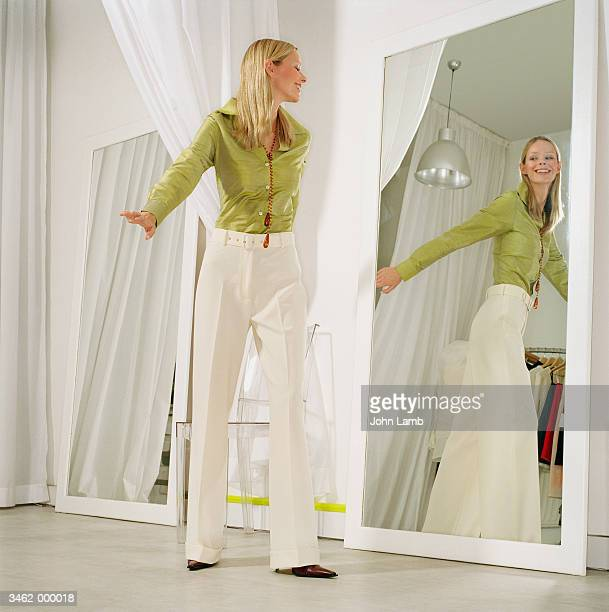 woman in store fitting room - fitting room stock pictures, royalty-free photos & images