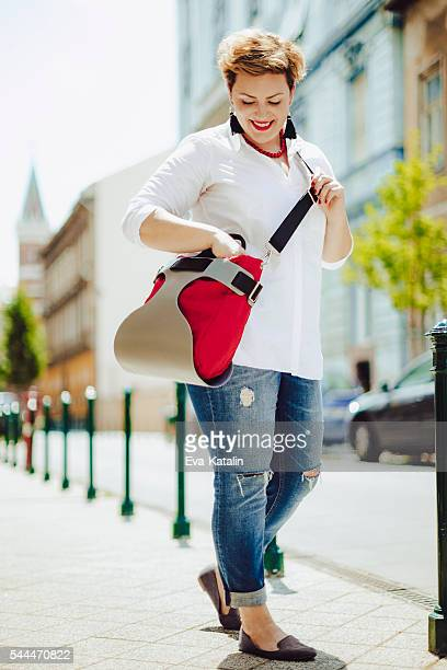 woman in the city - short hair for fat women stock pictures, royalty-free photos & images