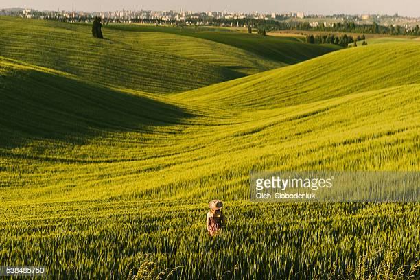 女性のフィールド - ウクライナ ストックフォトと画像