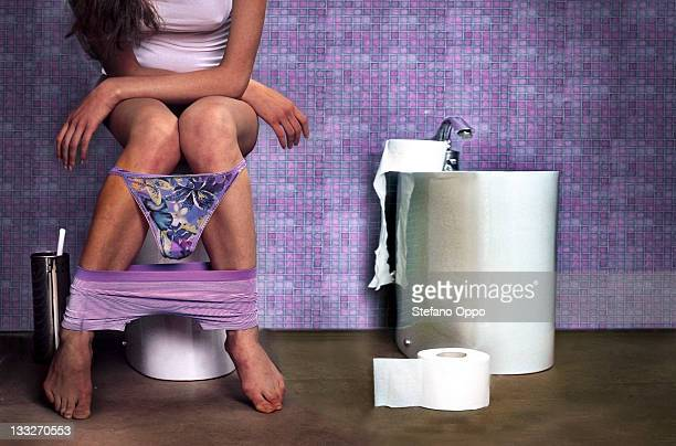 woman in the toilet - defecare foto e immagini stock