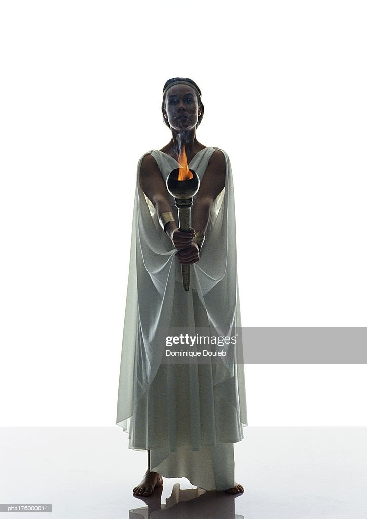 Woman in toga, holding torch : Stockfoto