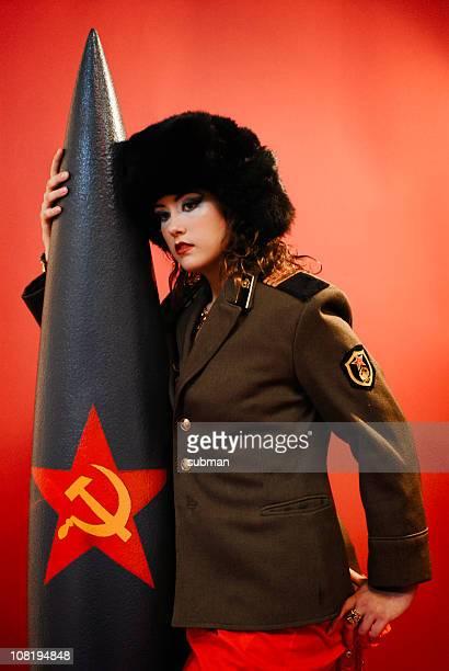mujer en uniforme - comunismo fotografías e imágenes de stock