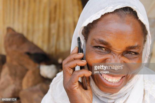 a woman in very smiling communication - femme mali photos et images de collection