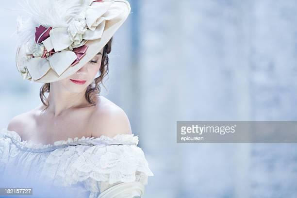 Mujer en vestido de victoria, en Londres, Reino Unido