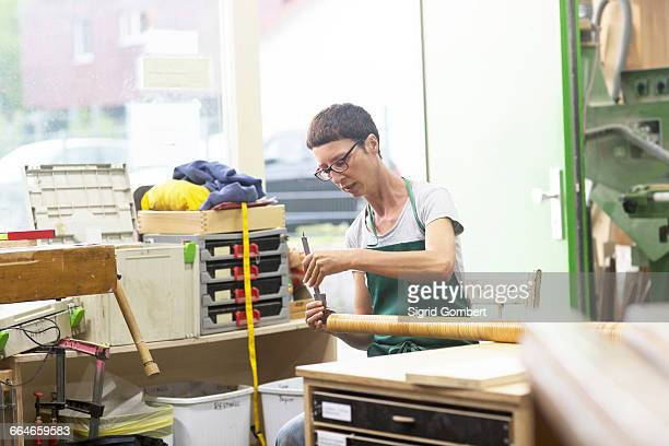 woman in workshop making alphorn - sigrid gombert fotografías e imágenes de stock