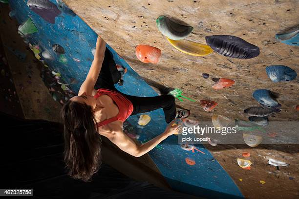 Frau Indoor-Klettern