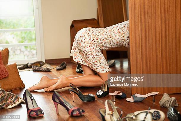 woman inside locker looking for shoes - talons aiguilles photos et images de collection