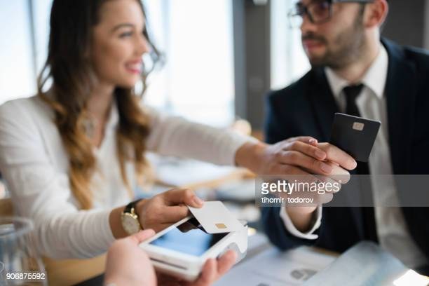 Woman insists to pay after lunch meeting