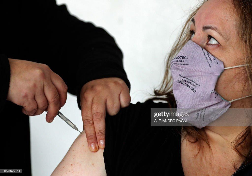 ARGENTINA-HEALTH-VIRUS-VACCINES : News Photo