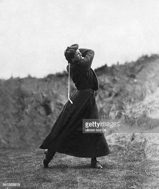 Woman is playing golf - Published by: 'Praktische Berlinerin' 28/1906Vintage property of ullstein bild