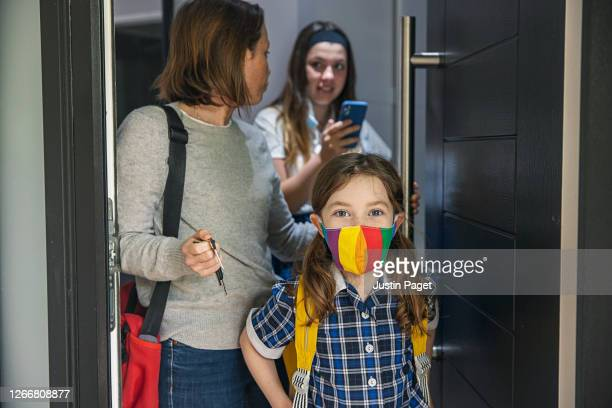 woman is ready to take her two daughters back to school - parent stock pictures, royalty-free photos & images