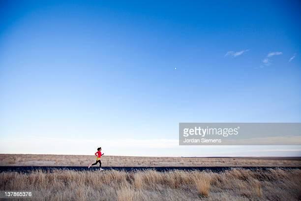 a woman jogging. - スポケーン ストックフォトと画像