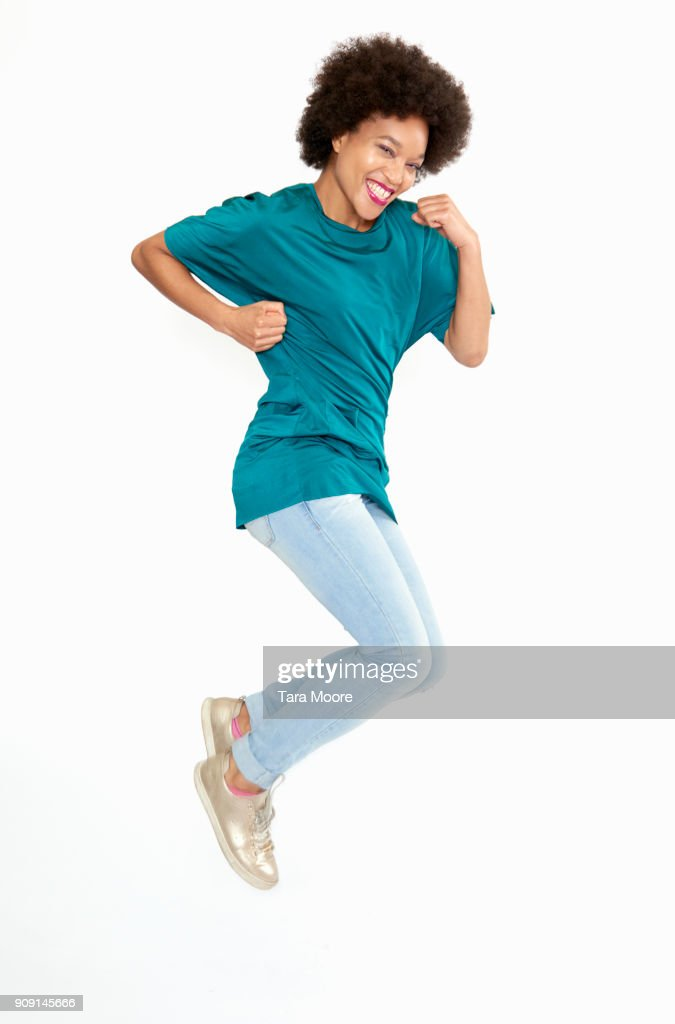 woman jumping and smiling : ストックフォト