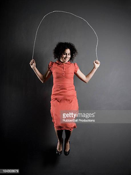 Frau springen Seil