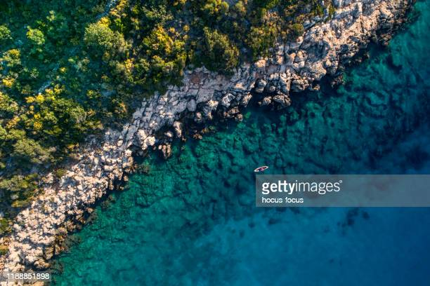 woman kayaking clear turquoise sea - sea kayaking stock pictures, royalty-free photos & images
