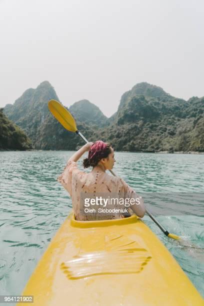 woman kayaking in halong bay - halong bay imagens e fotografias de stock