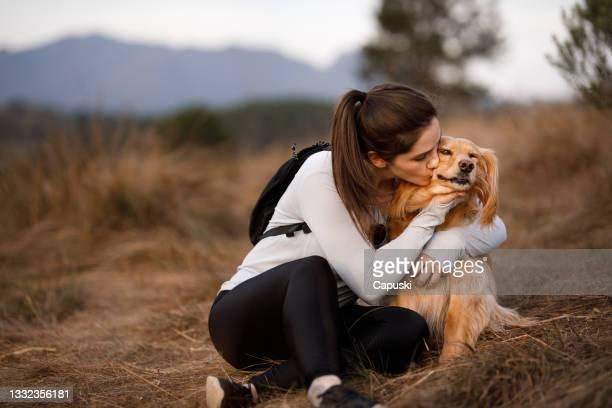 woman kissing her dog - one animal stockfoto's en -beelden