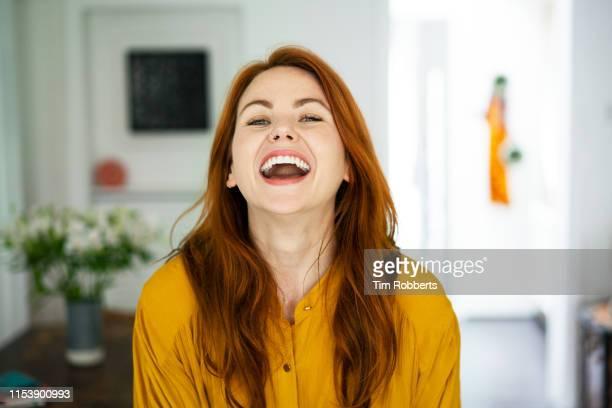woman laughing deeply - natürliche schönheit personen stock-fotos und bilder