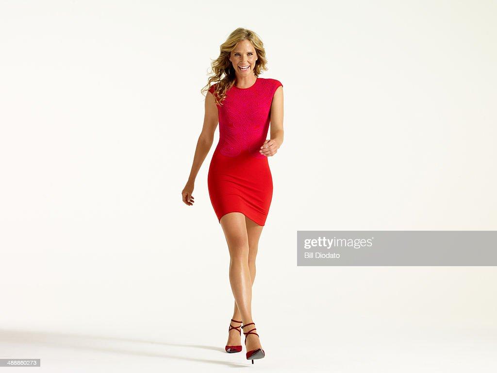 Woman laughing walking forward : Stock-Foto