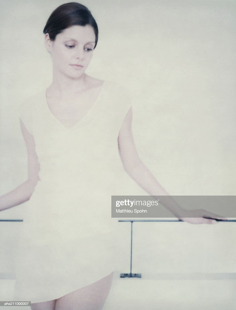 Woman leaning on a railing. : Stockfoto