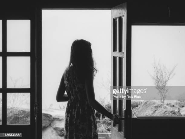 woman leaving home - divorce stock pictures, royalty-free photos & images