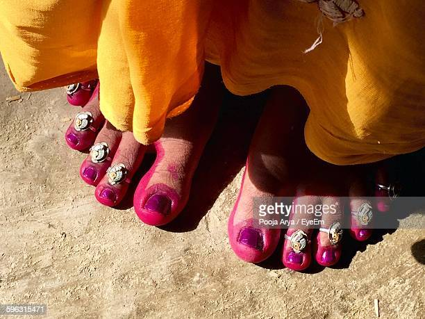 woman leg with toe rings - indian female feet stock pictures, royalty-free photos & images