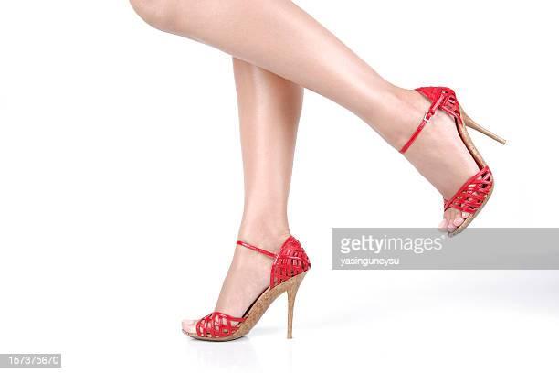 donna gambe in movimento - scarpa rossa foto e immagini stock