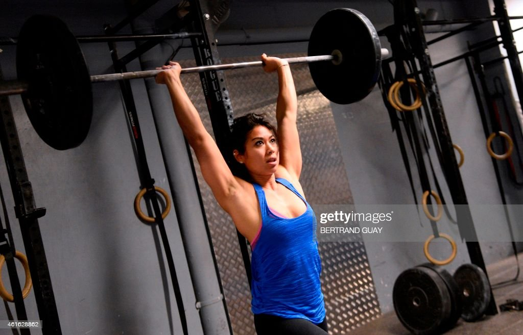 A woman lifts weight during a crossfit training in a gym in Paris on January 16, 2015.