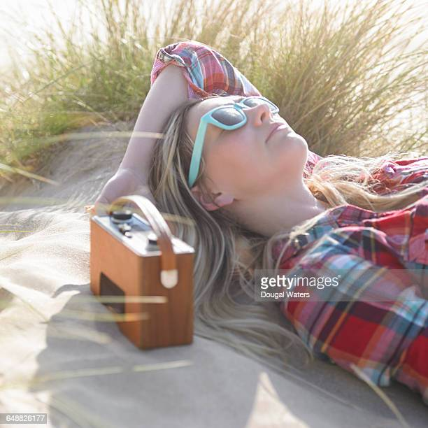 woman listening to radio at beach. - radio stock pictures, royalty-free photos & images