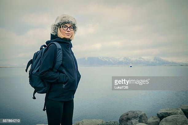 Frau Blick auf das Meer