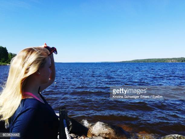 woman looking at view against sky - レクサンド ストックフォトと画像