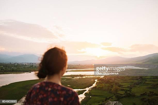 Woman 景色を眺める