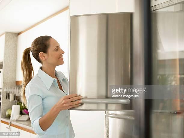 woman looking in freezer - 冷凍庫 ストックフォトと画像