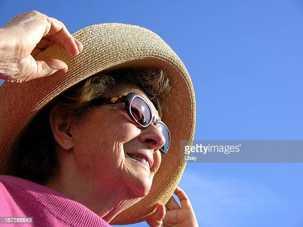woman looking into sun - sun hat stock pictures, royalty-free photos & images