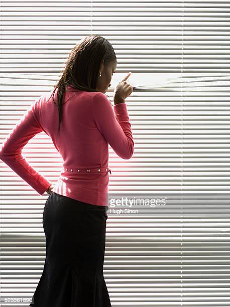 woman looking out of window - hugh sitton 個照片及圖片檔