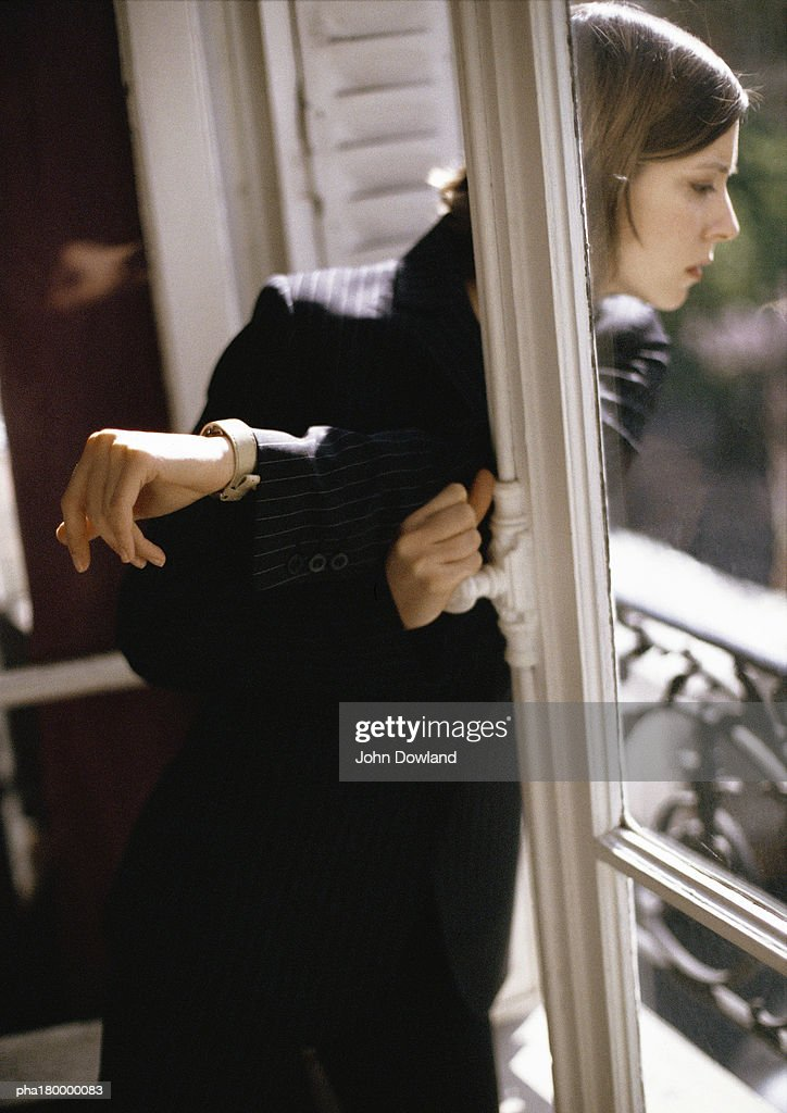 Woman looking out of window : Stockfoto