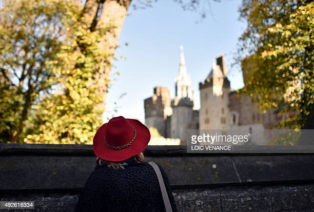 A woman looks at Cardiff Castle in Cardiff south Wales on October 14 2015 AFP PHOTO / LOIC VENANCE / AFP / LOIC VENANCE
