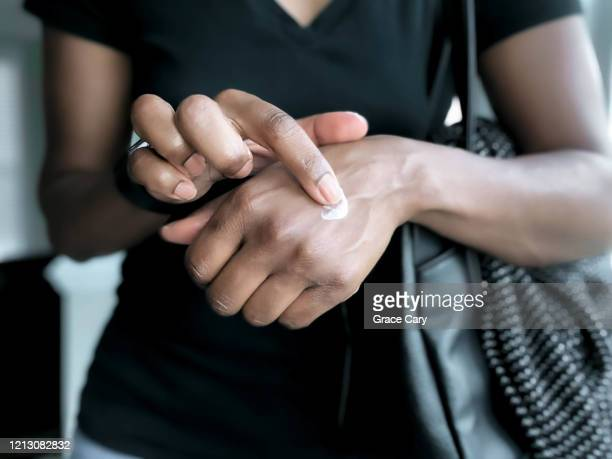 woman lotions hands - 人の肌 ストックフォトと画像