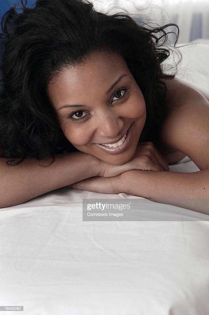 Woman lying down on massage table : Stockfoto