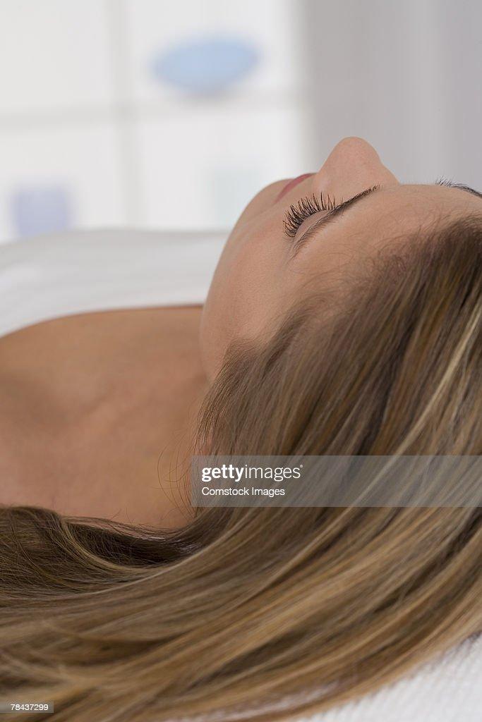 Woman lying down : Stockfoto