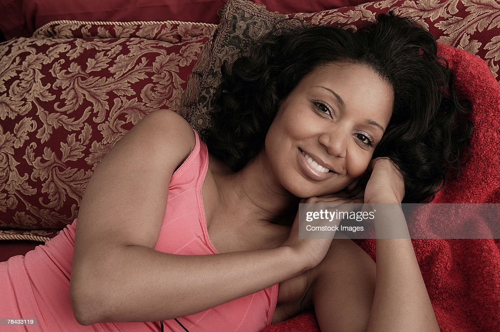 Woman lying on bed : Stockfoto