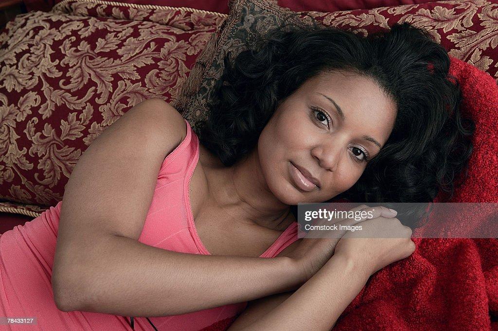 Woman lying on bed : Stockfoto