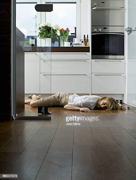 woman lying on kitchen floor, murdered - dead woman stock pictures, royalty-free photos & images