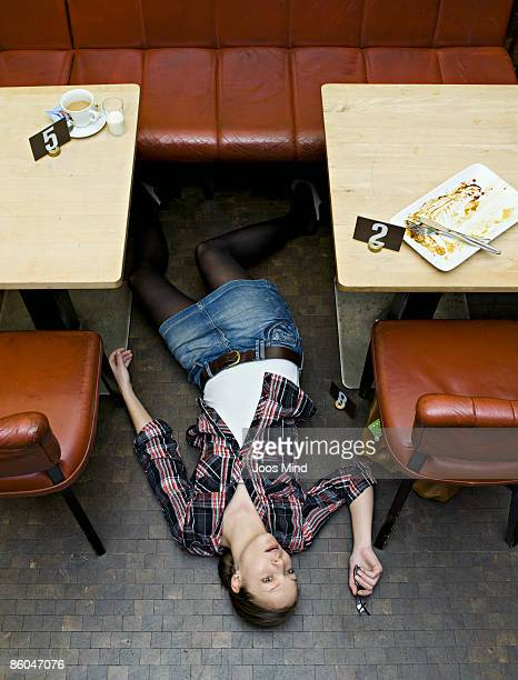 woman lying on restaurant floor, murdered - dead body stock-fotos und bilder