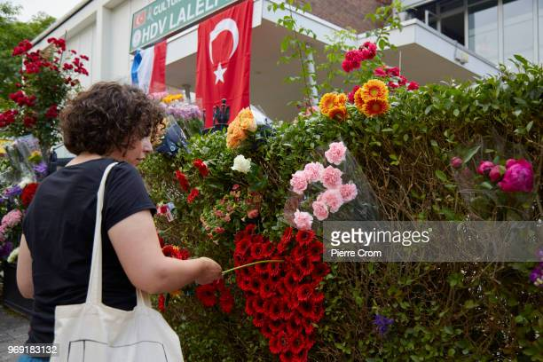 A woman makes a heart with flowers outside the Laleli Mosque on June 7 2018 in Rotterdam NetherlandsThe antiIslam group Pegida plans to roast pigs on...