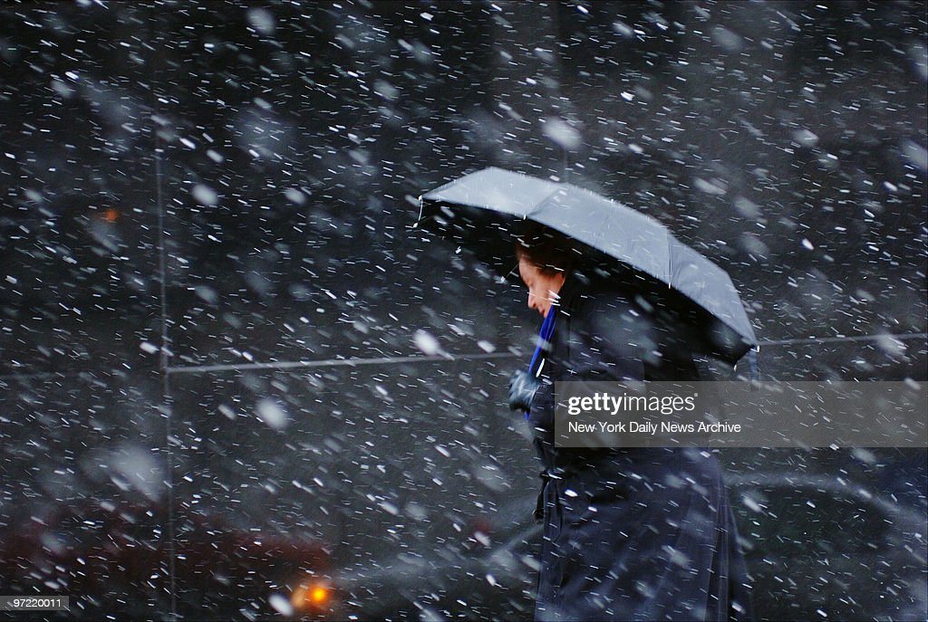 A woman makes her way through a messy mix of snow and sleet  : News Photo