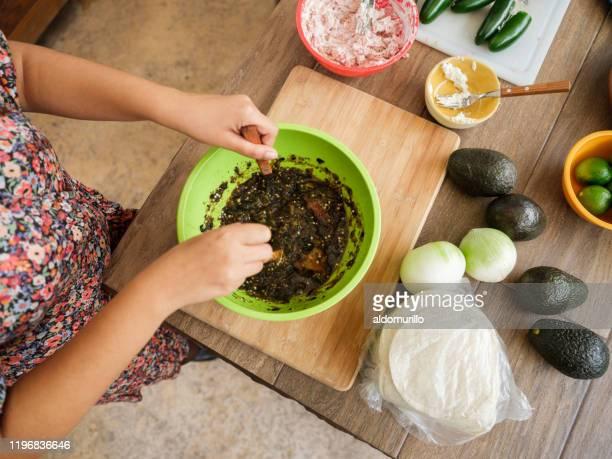 woman making mexican sauce for tacos - carne assada imagens e fotografias de stock