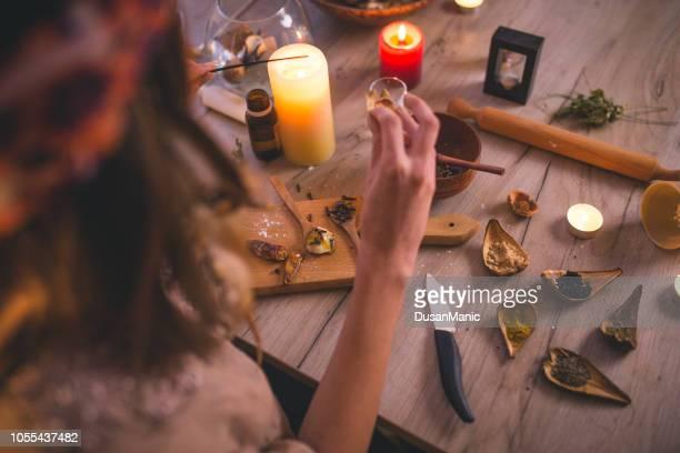 woman making natural cosmetics, top view - aromaterapia imagens e fotografias de stock